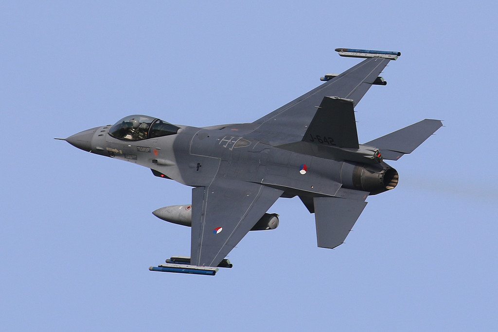 F-16MLU J-642 captured during Frisian Flag 2015, Leeuwarden AFB April 2015